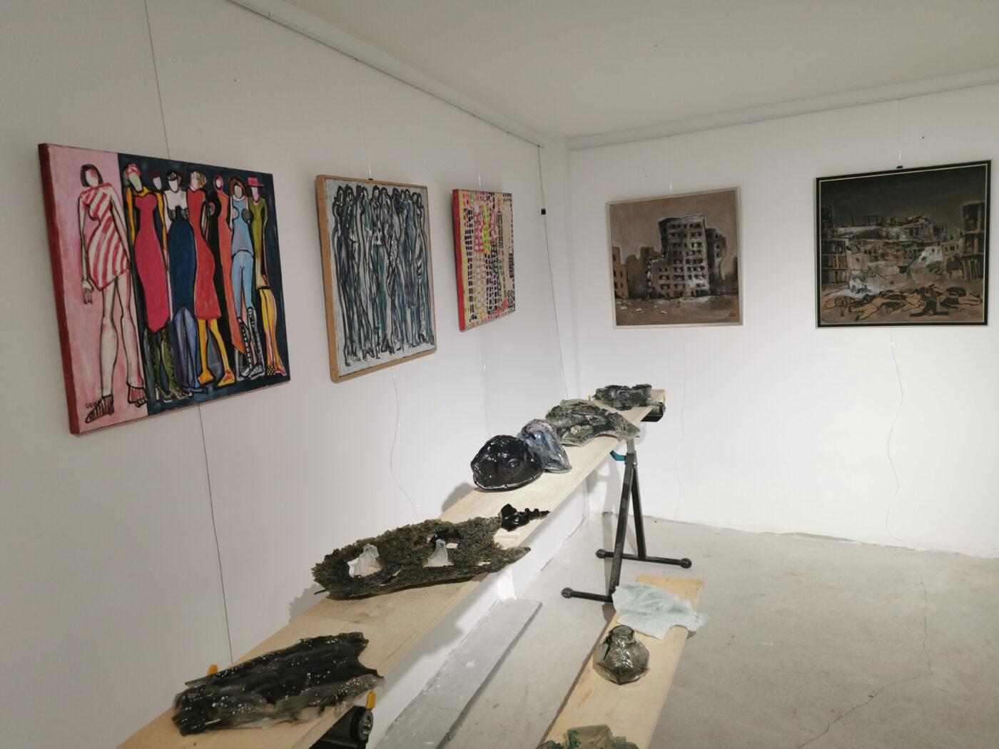 """la popa la poarta e o pisica moarta """" exhibition @ Holistic art"""